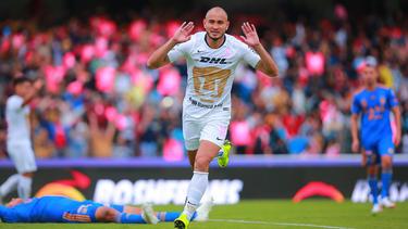 Carlos González marcó los tres goles de los Pumas. (Foto: Getty)