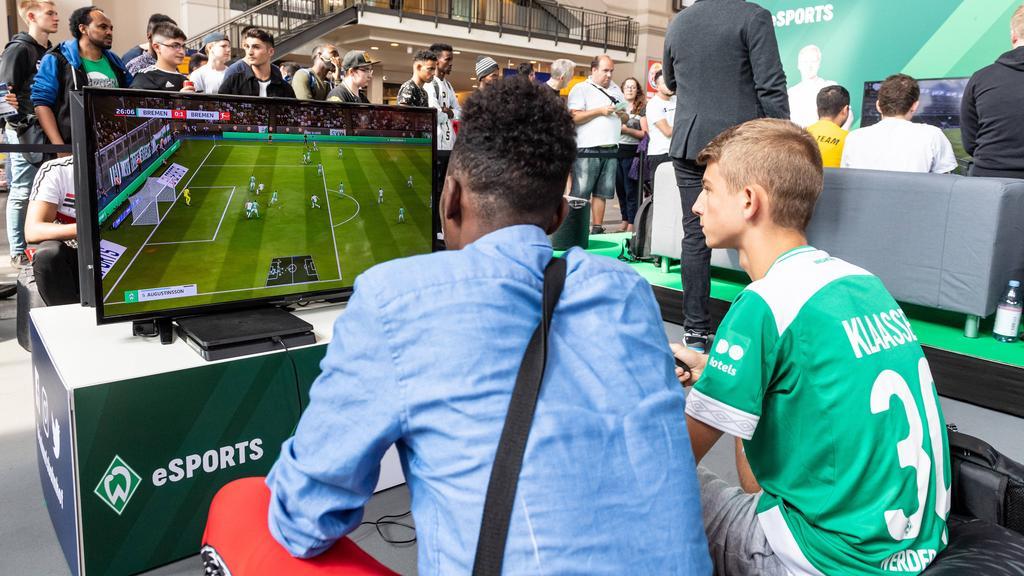 Werder Bremen hat die Tabellenführung verteidigt