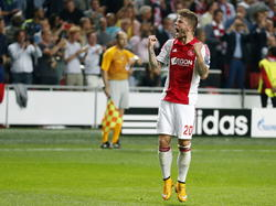 Lasse Schöne viert de gelijkmaker (1-1) van Ajax in het Champions League-duel met Paris Saint-Germain. (17-9-2014)