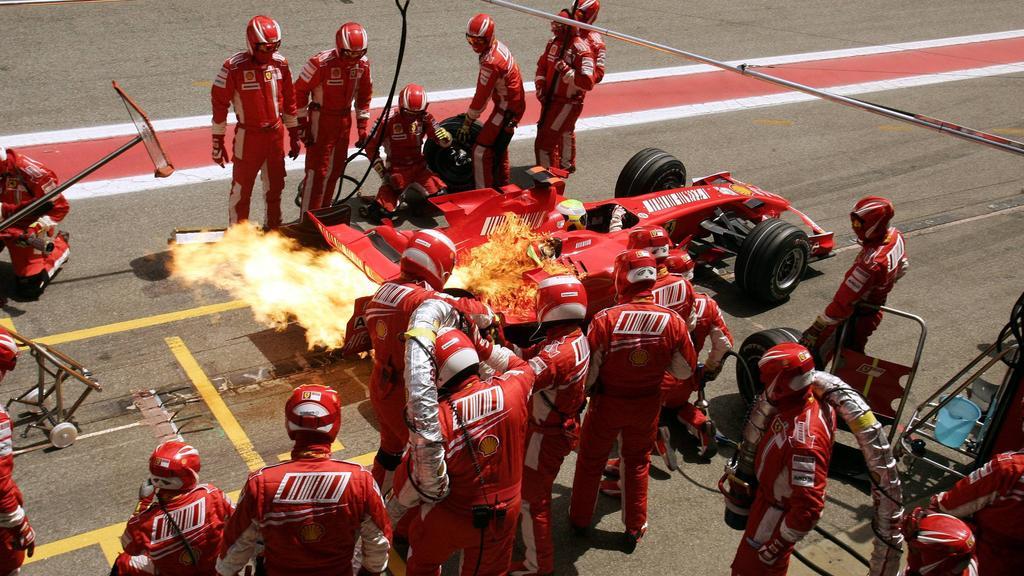 Feuer! Auch Ferrari blieb nicht von Unfällen in der Boxengasse verschont
