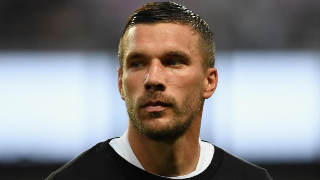 Dfb Lukas Podolski Mahnt Zur Ruhe Bei Der Deutschen Nationalmannschaft