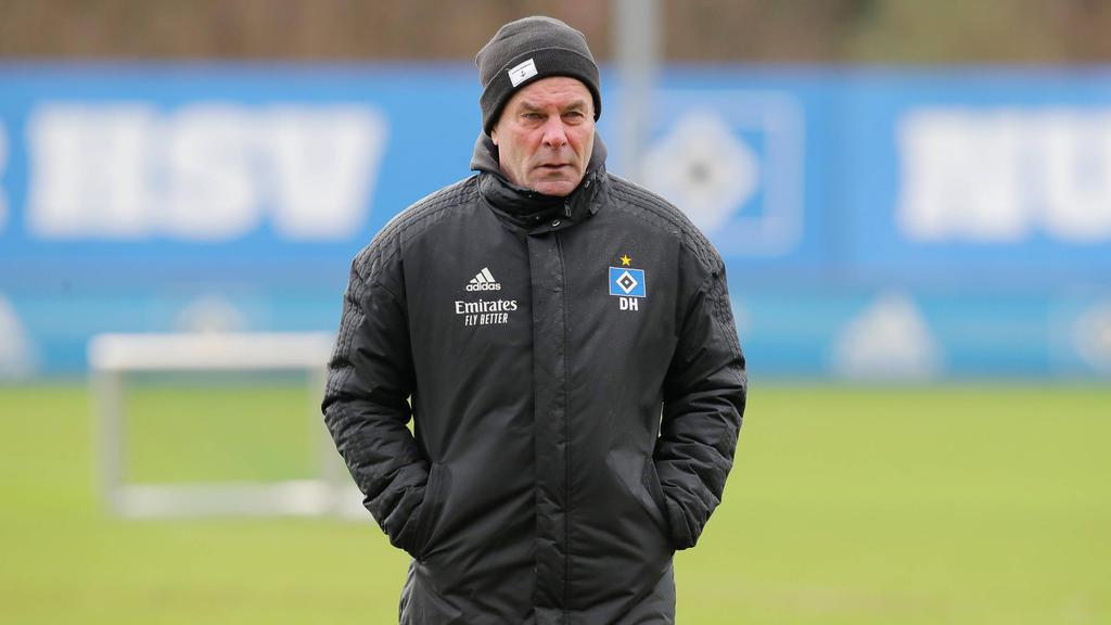 Dieter Hecking trifft mit dem HSV auf Hannover 96