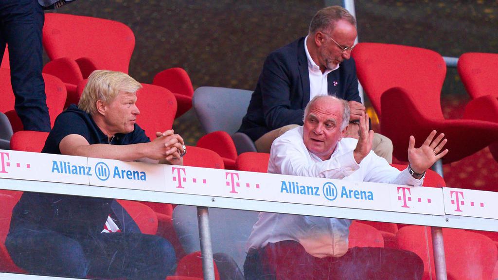 Uli Hoeneß (r.) hat wohl selbst die Bosse des FC Bayern überrascht
