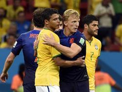 Dirk Kuyt in duel met Thiago Silva