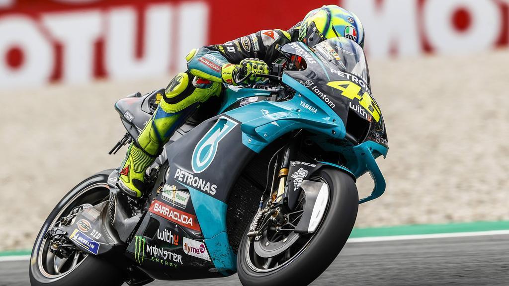 Rossi-teilt-gegen-junge-Fahrer-aus