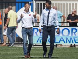 Kozakken Boys-assistent Danny Buijs (l.) en RVVH-trainer Giovanni Franken hebben veel te besprekend voorafgaand aan het competitieduel RVVH - Kozakken Boys. (22-08-2015)