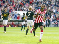 Georginio Wijnaldum viert één van zijn twee doelpunten tijdens PSV Eindhoven - NAC Breda. (16-8-2014)