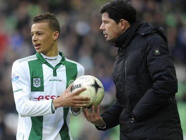 FC Groningen-speler Desevio Payne (l.) met FC Groningen-trainer Erwin van der Looi. (01-03-2015)