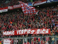 Die Bayern-Fans begrüßten Zdravko Mamic auf ihre Weise