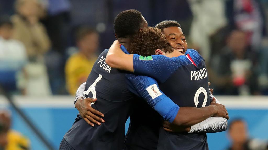 Frankreichs Top-Kicker liegen sich in den Armen