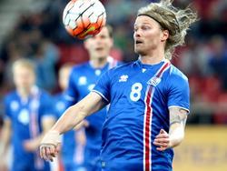 Island gewinnt knapp