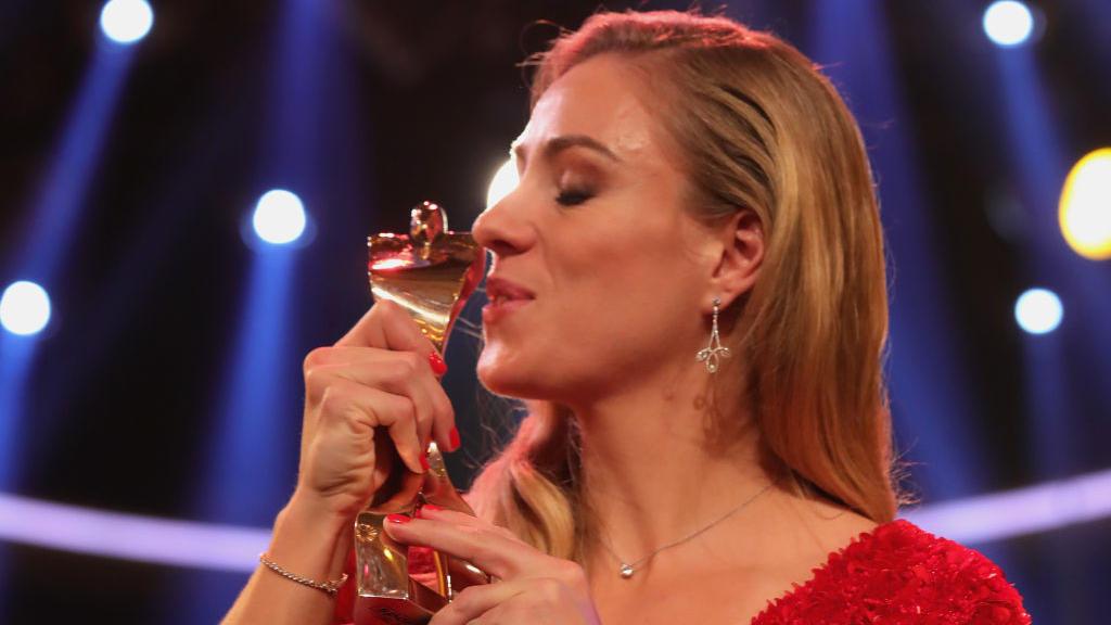 Angelique Kerber freut sich über ihre Ehrung als Sportlerin des Jahres