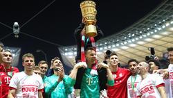 Manuel Neuer (M.) konnte sich nach dem Finale feiern lassen