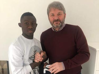 LASK-Vizepräsident Jürgen Werner (r.) mit Neuzugang Ibrahima Dramé
