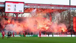 Anhänger von Bayer Leverkusen sorgten für eine lange Nachspielzeit in Berlin