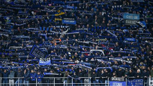 Atalanta-Fans dicht an dicht im CL-Spiel gegen Sevilla