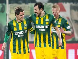 Thomas Kristensen (l.) zorgt er binnen twee minuten voor dat ADO Den Haag op voorsprong komt tegen FC Twente. (04-03-2016)