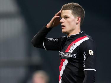 Danny Bouws maakt speelminuten tijdens het competitieduel FC Dordrecht - FC Emmen (18-01-2016).