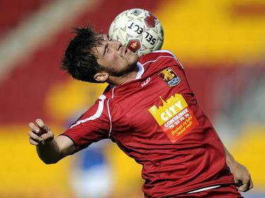 Søren Christensen van FC Nordsjælland heeft tegen Lyngby BK moeite om de bal te controleren. (28-08-2011)