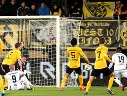 Anthony Limbombe (l.) zet NEC Nijmegen op voorsprong tijdens Roda JC Kerkrade - NEC Nijmegen. (12-12-2014)
