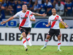 A la izquierda Maidana celebra un tanto con River Plate. (Foto: Getty)