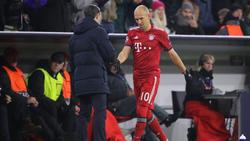 Arjen Robben (r.) erzielte zwei Treffer für den FC Bayern gegen Benfica