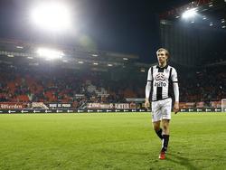 Vincent Vermeij loopt teleurgesteld van het veld in de Grolsch Veste, zijn Heracles Almelo verliest met 1-0 van FC Twente. (20-01-2017)