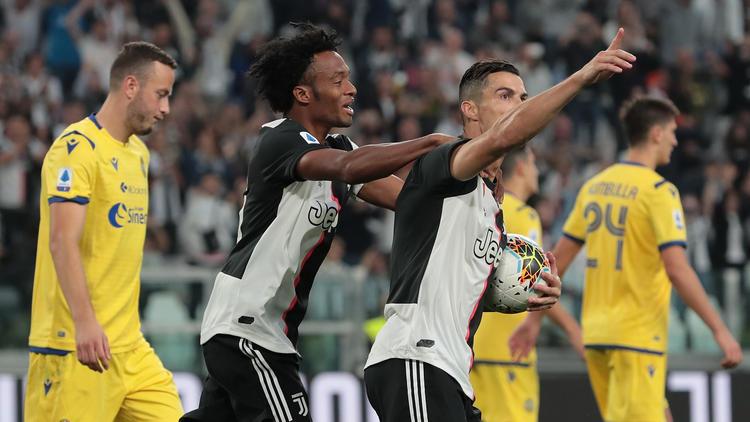 Ronaldo (r.) besiegte mit Juventus die Mannschaft aus Verona