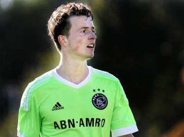Leon Bergsma puft even uit tijdens de wedstrijd Ajax A1 - Willem II A1. (26-09-2015)