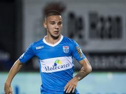 Calvin Verdonk in actie voor PEC Zwolle. De talentvolle verdediger wordt voor één seizoen gehuurd van Feyenoord. (20-08-2016)