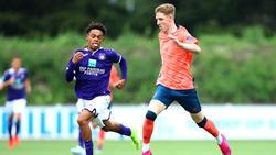 Anthony Gordon (r.) soll das Interesse des BVB und des FC Bayern geweckt haben