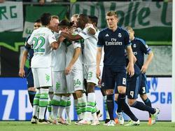 De middenvelder van Real Madrid baalt als VfL Wolfsburg op voorsprong is gekomen in de kwartfinale van de Champions League. (06-04-2016)