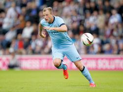 John Guidetti in actie tijdens de oefenwedstrijd Hearts - Manchester City. (18-7-2014)