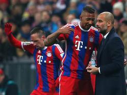 Bayern-Coach Pep Guardiola (r.) weiß um die Gefährlichkeit eines Pokalspiels