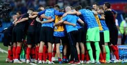 Los jugadores croatas se conjuran antes de la tanda. (Foto: Getty)