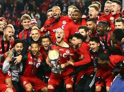 Kapitän Michael Bradley stemmt den Pokal: Toronto FC gewinnt das MLS-Finale