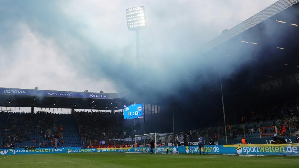 Vor Beginn des Auswärtsspiels in Bochum wurde im Bielefelder Block gezündelt