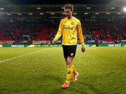 Roda speler Kees Luijckx verlaat het veld na het 3-0 verlies. (12-04-2014)