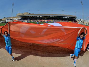 Voor de wedstrijd wordt het logo van het Europees Kampioenschap in Malta getoond aan het publiek.