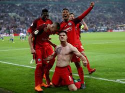 Jovic celebrando su golazo contra el Schalke. (Foto: Getty)
