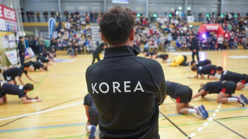 Vier nordkoreanische Spieler ergänzen den südkoreanischen Kader aus 16 Akteuren