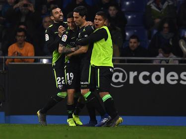 Etxeita es felicitado por sus compañeros por el empate. (Foto: Getty)
