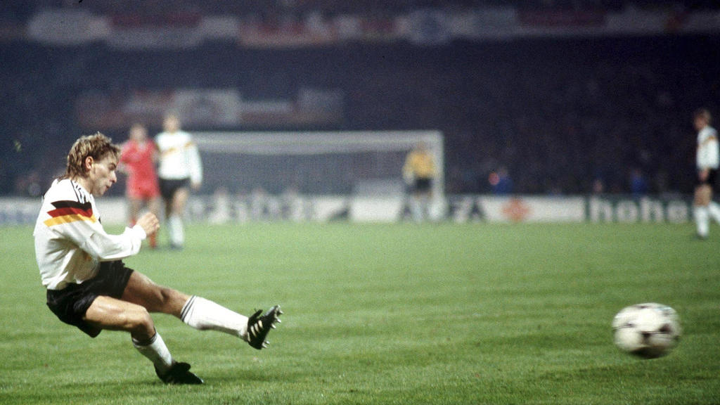 Thomas Häßler versteigert sein Finaltrikot von 1990 für einen guten Zweck