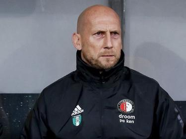 Stam abandona el banquillo del Feyenoord.