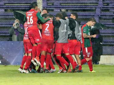Los jugadores de Boston River celebran un gol en la Sudamericana. (Foto: Imago)