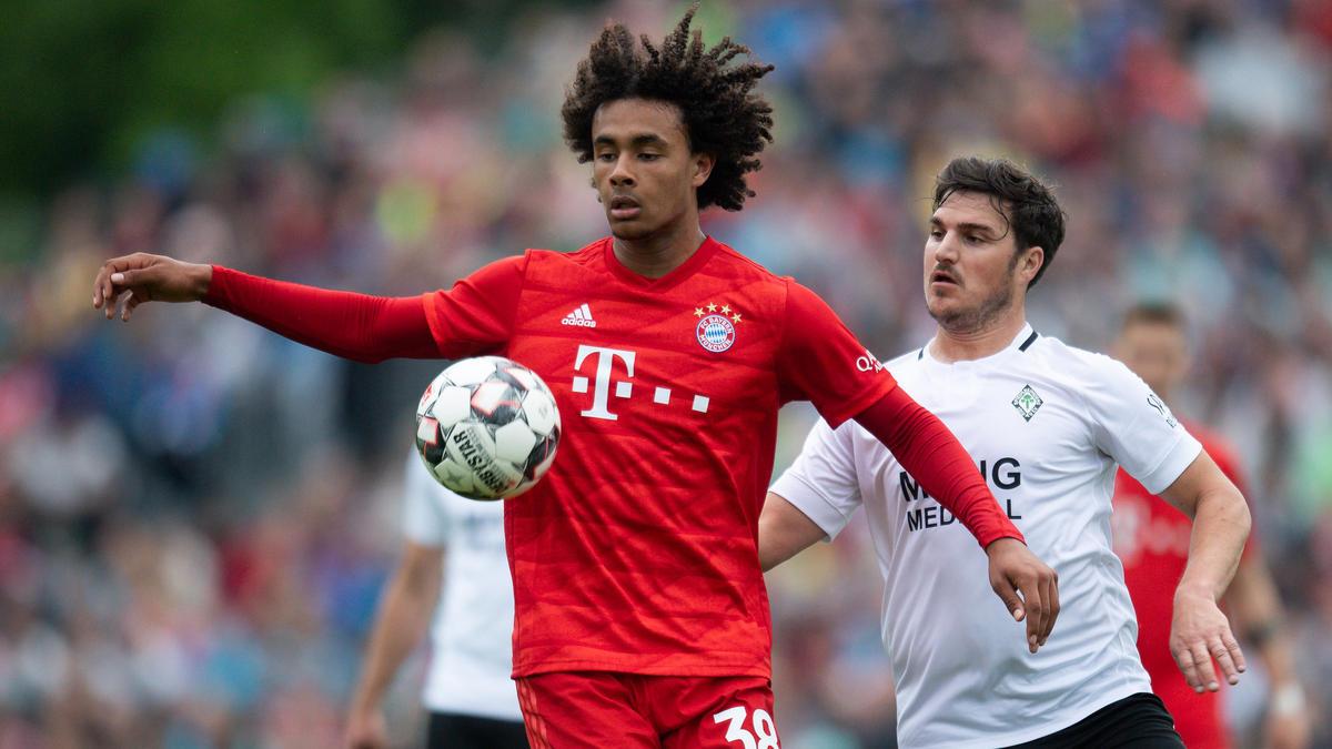 Joshua Zirkzee tritt mit dem Nachwuchs des FC Bayern bei Tottenham Hotspur