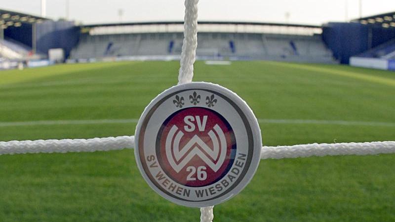 """Der Mannschaftsarzt von Wehen Wiesbaden spricht sich für eine """"knallharte Ausgangssperre"""" aus"""