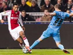 Ricardo Kishna (l.) van Ajax soleert langs Willem II-speler Stijn Wuytens. (06-12-2014)