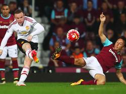 Wayne Rooney dispara ante el West Ham United. (Foto: Getty)