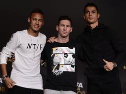 Messi (Mitte) und Cristiano Ronaldo (r.) stechen bei ihren Vereinen wohl am meisten heraus